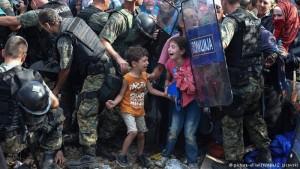 Italia y Grecia reciben a miles de refugiados en una semana