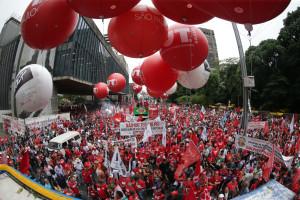 Fuerte movilización en contra del Impeachment (destitución) de Dilma Russeff