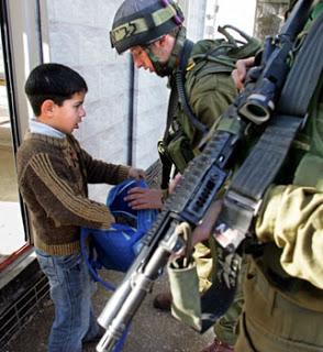 """""""Nuestras vidas están 'ocupadas' por el poder colonialista del Israel Sionista"""" –profesor de escuela"""
