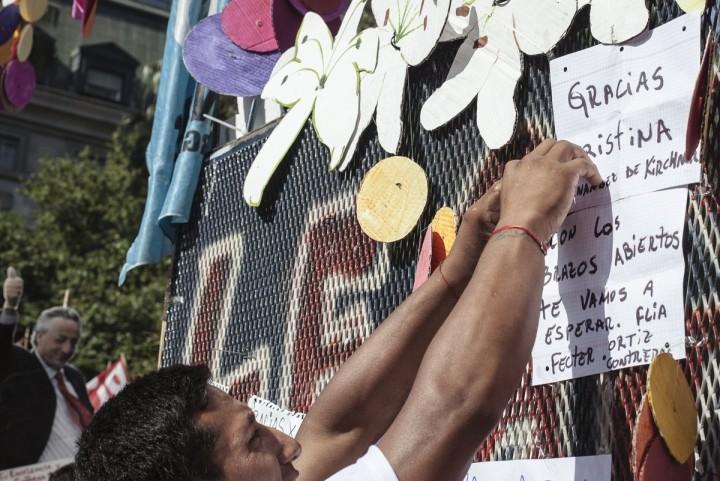 Parte 1, Plaza de Mayo, 9D: el último acto