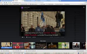 Veterani inglesi gettano le loro medaglie a Downing Street contro la guerra in Siria