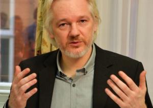 Julian Assange beantwortet die Fragen der schwedischen Justiz in London