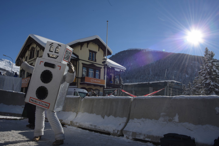 WEF 2016: Robot dances for basic income