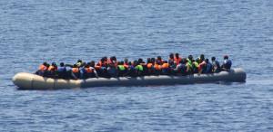 Tragedia Mar Egeo, nave italiana la prima a prestare soccorso