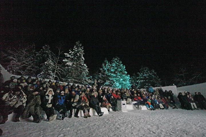 Así es un festival al aire libre, a 30 grados bajo cero. Cinéfilos de verdad. Foto Prensa Skábmagovat.