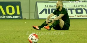 Futbolistas griegos paran un partido con una sentada de protesta contra la UE por la muerte de refugiados
