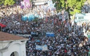Argentinos protestan contra la represión y censura de Macri