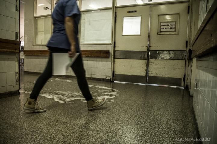 Las condiciones de higiene son escasas. Se baldea en momentos donde la guardia está tranquila.