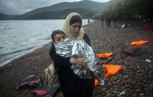 La UE no cumple ni con los envíos de mantas y chubasqueros para refugiados