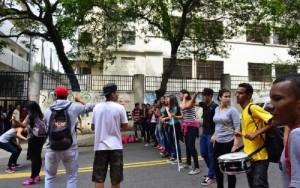 """São Paulo – """"Reorganização disfarçada"""" fecha 1.363 salas de aula."""