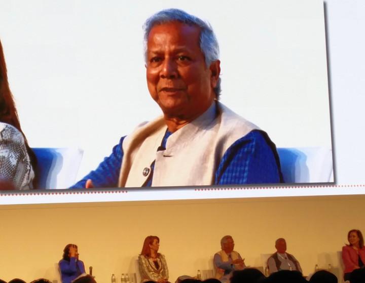 """Gipfel zum Mikrokredit: Interview mit dem """"Banker der Armen"""""""