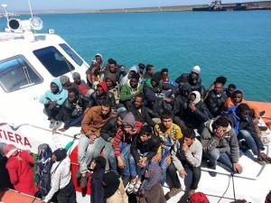 Il molo di Crotone accoglie il primo sbarco del 2016