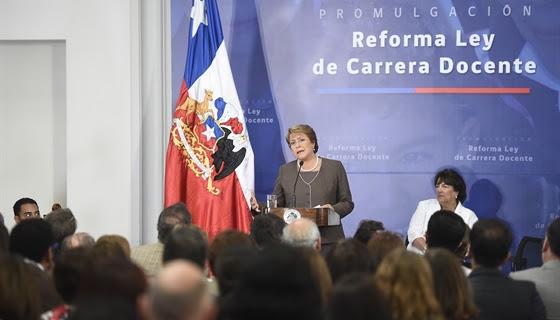 La carrera docente de Bachelet no es la del profesorado