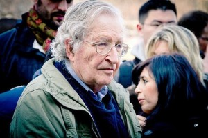 """Noam Chomsky : Les élections de 2016 risquent de provoquer un """"désastre absolu"""" aux USA"""