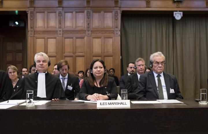 La Corte Internacional de Justicia (CIJ, es el principal órgano judicial de la ONU) tiene audiencias desde el 7 al 16 de marzo del 2016 en tres casos diferentes que han sido llenados por la República de la Islas Marshall en contra de India, Pakistán y el Reino Unido con respecto a las obligaciones relacionadas con las negociaciones referentes a la cesación de la carrera de armamentos nucleares y desarme nuclear (audiencias exclusivas en forma preliminar).
