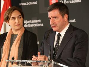 Barcelona acuerda con Atenas un plan piloto para acoger 100 refugiados y reclama al Estado español que lo autorice.