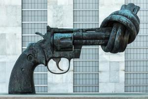 Forze dell'ordine e nonviolenza, una lettera a Renzi