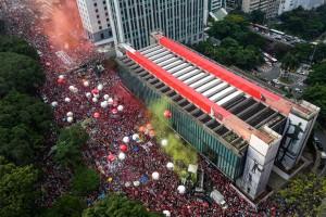 Mais de 1 milhão contra Golpe no Brasil. Vídeo: discurso de Lula em São Paulo