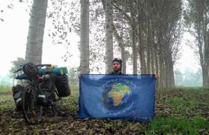 Ciclista recorre 15 mil kilómetros por los Derechos de la Naturaleza