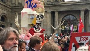 Miles de alemanes protestan en Hannover contra el TTIP
