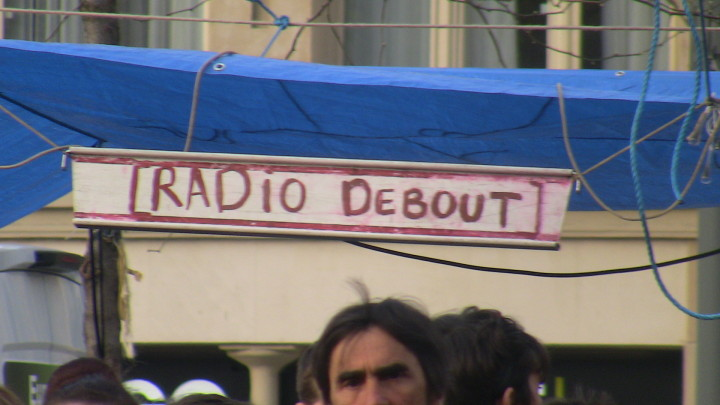 PARIS en direct « RADIO DEBOUT  » sur la place  de la  République