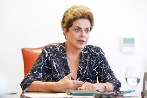 Brasília: Dilma promete lutar até a última trincheira