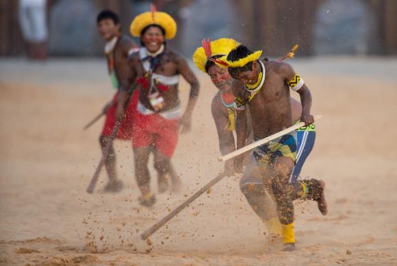 Palmas (TO) - Índios Kayapó apresentam um de seus esportes tradicionais, o Rõkrã, durante os Jogos Mundiais dos Povos Indígenas ( Marcelo Camargo/Agência Brasil)Marcelo Camargo/Agência Brasil