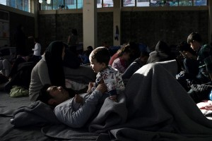 Προσφυγικό 2016: Η υπομονή των παγιδευμένων προσφύγων στην Ελλάδα δοκιμάζεται καθημερινά