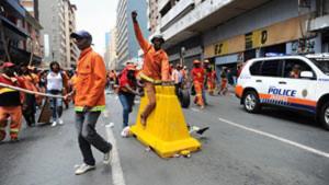 Basura en las calles de Johannesburgo, recolectores siguen en huelga