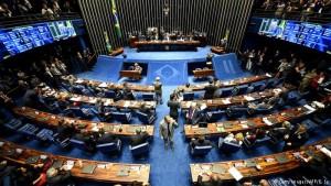 Senadores inician votación que puede llevar a Rousseff a un juicio