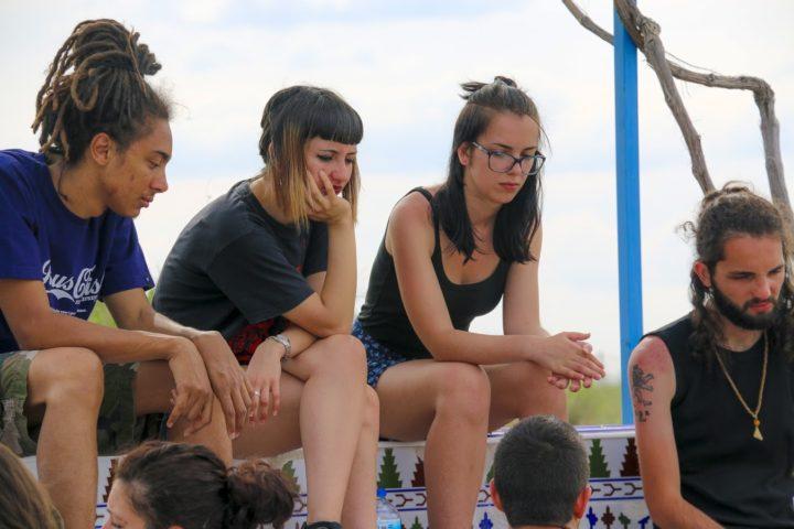 Encuentro Mensajeros Parque Toledo 21 Mayo 2016-jovenes en la fuente