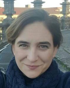 Ada Colau, sindaco di Barcellona, ringrazia i volontari di Lampedusa