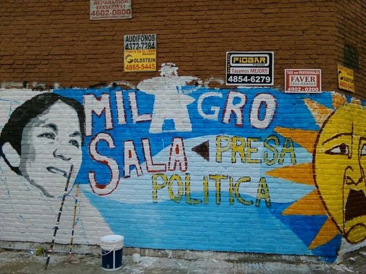 100 Wandgemälde, um Milagro Sala zu befreien