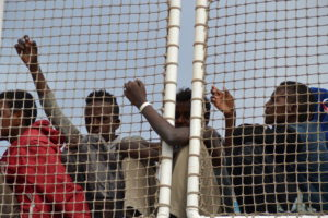 Porto Empedocle, la Guardia Civil spagnola sbarca oltre 500 migranti