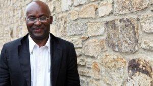 Achille Mbembe: «Cuando el poder brutaliza el cuerpo, la resistencia asume una forma visceral»