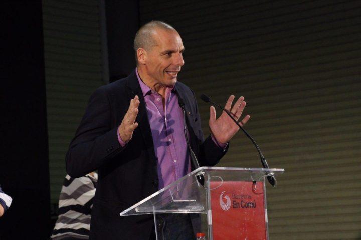 Ripensare l'Europa: Varoufakis a Barcellona per una rete delle città ribelli