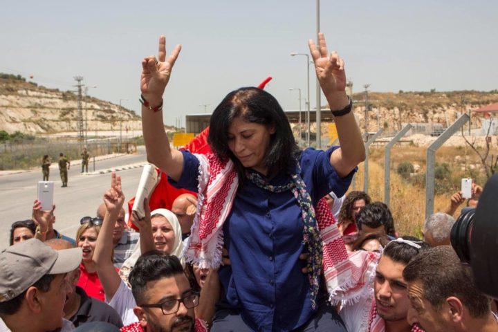 Palestina: Khalida Jarrar tocca il cielo ma 7.000 ancora i prigionieri politici