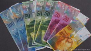 Suíços votam sobre salário básico para todos