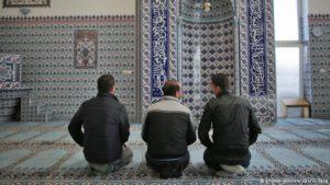 Mesquitas alemãs lutam para lidar com afluxo de refugiados