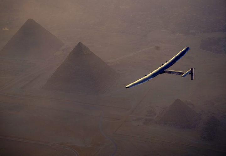 Solarbetriebenes Flugzeug umfliegt abgasfrei die Erde