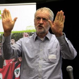 Reelecto en Reino Unido Jeremy Corbyn líder del Partido Laborista