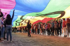 Por el orgullo: Llegando a la plaza con una nobel en la marcha