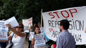 Argentinos residentes en Alemania se manifiestan ante la llegada de Macri a Berlín