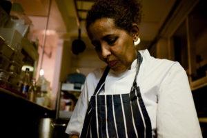 Mazi Mas, il ristorante dove le donne migranti possono fiorire