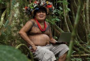"""Greenpeace in azione in tutto il mondo con un messaggio per Siemens: «Salva il cuore dell'Amazzonia!"""""""