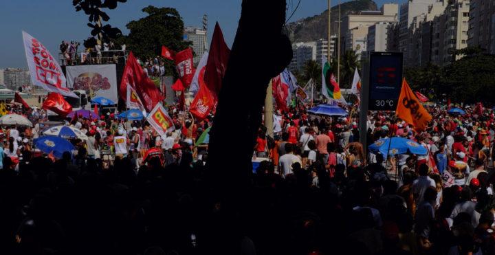 Noam Chomsky, Oliver Stone firman carta en rechazo al golpe en Brasil