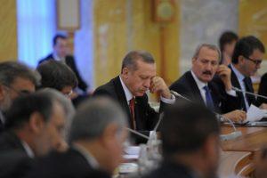 Erdogan, basta inchinarsi agli ordini del Sultano