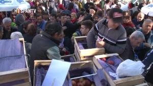 Productores argentinos protestan regalando 10 toneladas de frutas