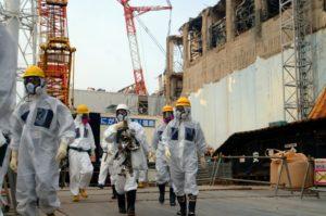 Faisant fi du poids de Fukushima et de Hiroshima, Abe veut changer la Constitution japonaise.