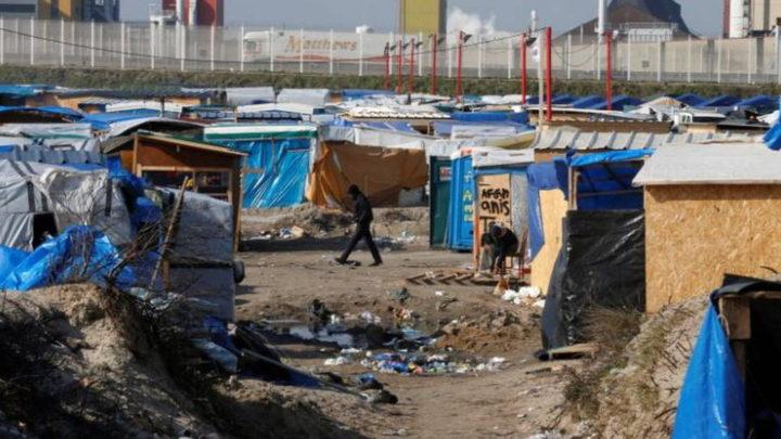 Piano di Gran Bretagna e Francia per costruire un muro al campo profughi di Calais
